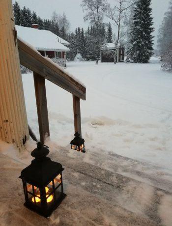 Talvikuva Pappilan portailta